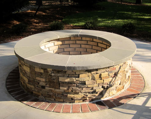 Flagstone Patio With Fire Pit Ideas